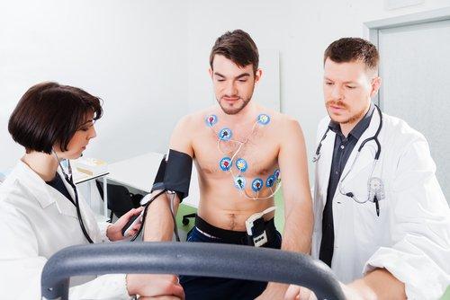Qual esportista deve fazer teste ergométrico? E ecocardiograma?